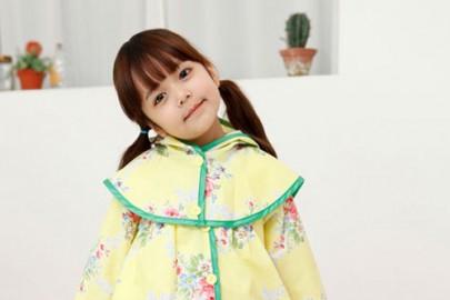 Chọn áo mưa cho bé yêu