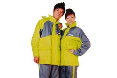 Chọn lựa áo mưa phù hợp khi di chuển trên đường